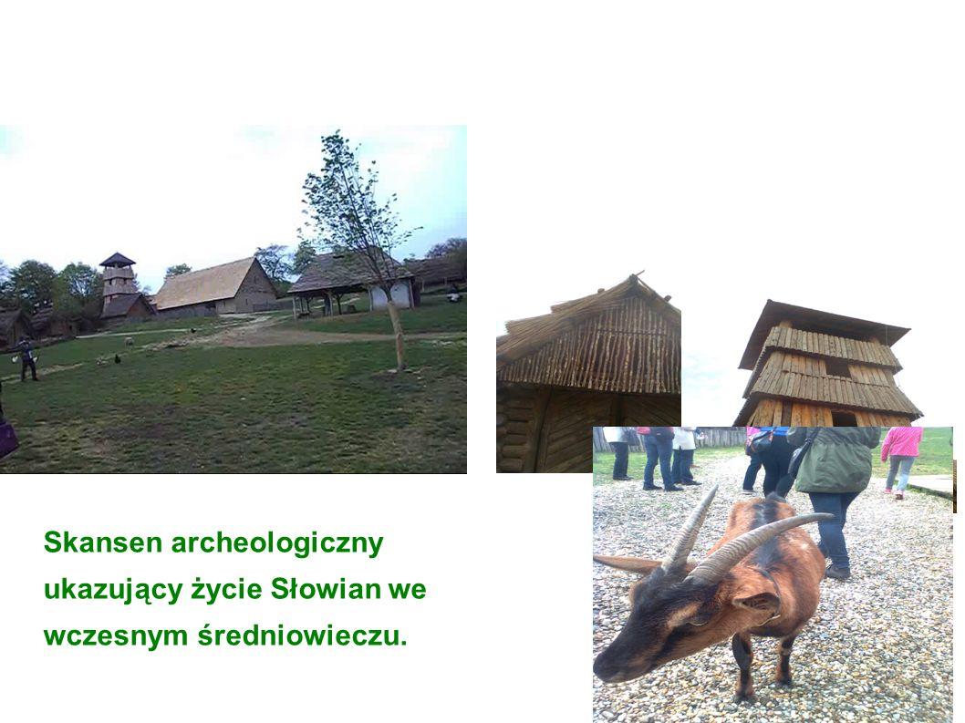 Skansen archeologiczny ukazujący życie Słowian we wczesnym średniowieczu.