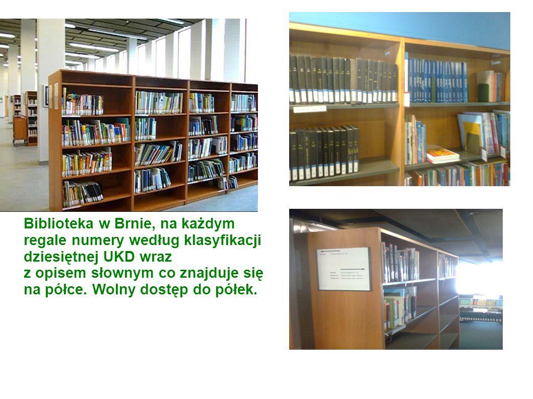 Biblioteka w Brnie, na każdym regale numery według klasyfikacji dziesiętnej UKD wraz z opisem słownym co znajduje się na półce.
