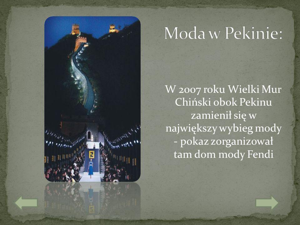 W 2007 roku Wielki Mur Chiński obok Pekinu zamienił się w największy wybieg mody - pokaz zorganizował tam dom mody Fendi