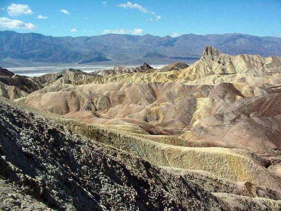 Zabriskie Point to punkt widokowy na ciekawe erozyjne formacje skalne (badlands ).