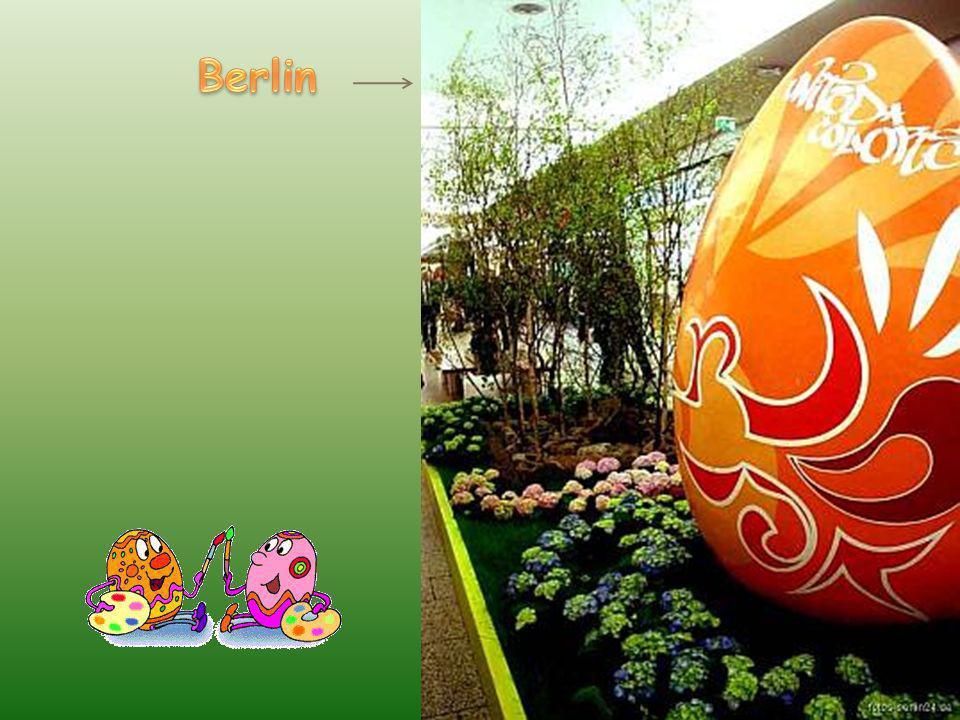 Jaja z tworzyw sztucznych zaprojektowane w Lipsku przez artystów i prominentów.