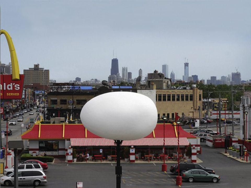 Agencja reklamowa Leo Burnett z Chicago opracowała dla sieci Fastfood pomysł niezwykłego jaja. Na ruchliwym placu zainstalowano gigantyczne jajo, któr