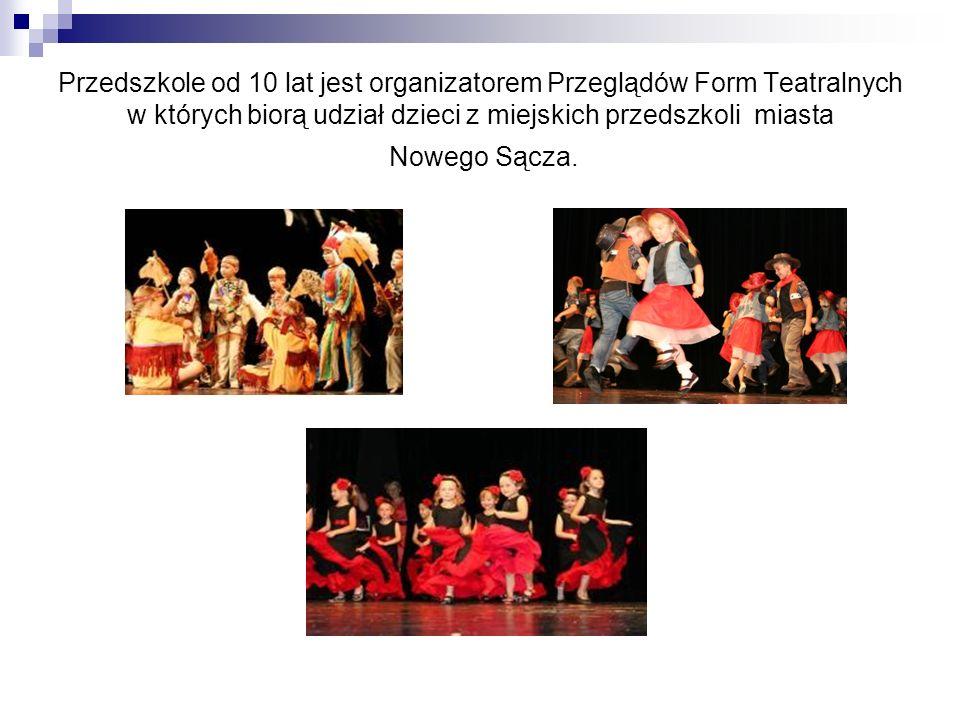 Przedszkole od 10 lat jest organizatorem Przeglądów Form Teatralnych w których biorą udział dzieci z miejskich przedszkoli miasta Nowego Sącza.