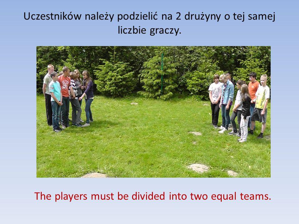 Uczestników należy podzielić na 2 drużyny o tej samej liczbie graczy. The players must be divided into two equal teams.