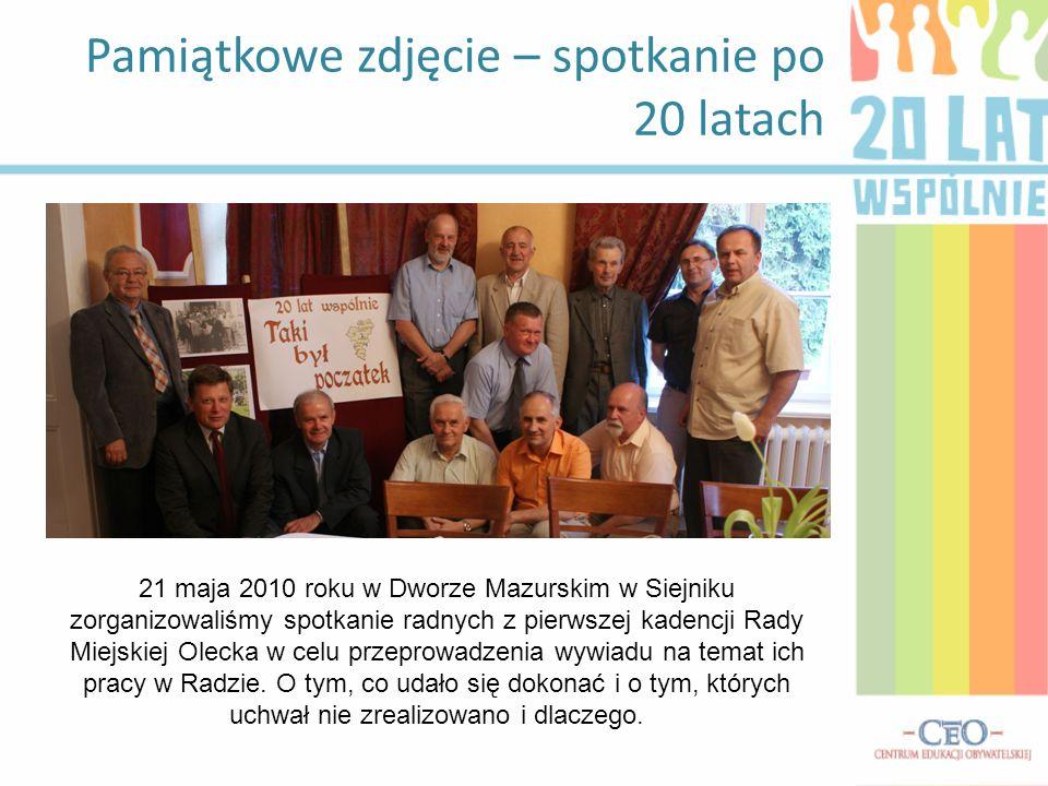 Pamiątkowe zdjęcie – spotkanie po 20 latach 21 maja 2010 roku w Dworze Mazurskim w Siejniku zorganizowaliśmy spotkanie radnych z pierwszej kadencji Rady Miejskiej Olecka w celu przeprowadzenia wywiadu na temat ich pracy w Radzie.
