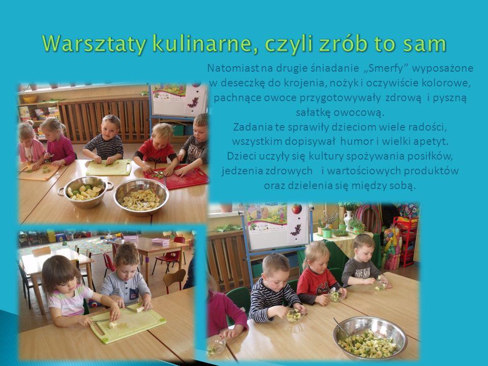 Natomiast na drugie śniadanie Smerfy wyposażone w deseczkę do krojenia, nożyk i oczywiście kolorowe, pachnące owoce przygotowywały zdrową i pyszną sałatkę owocową.