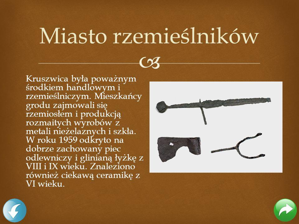 Kruszwica była poważnym środkiem handlowym i rzemieślniczym. Mieszkańcy grodu zajmowali się rzemiosłem i produkcją rozmaitych wyrobów z metali nieżela