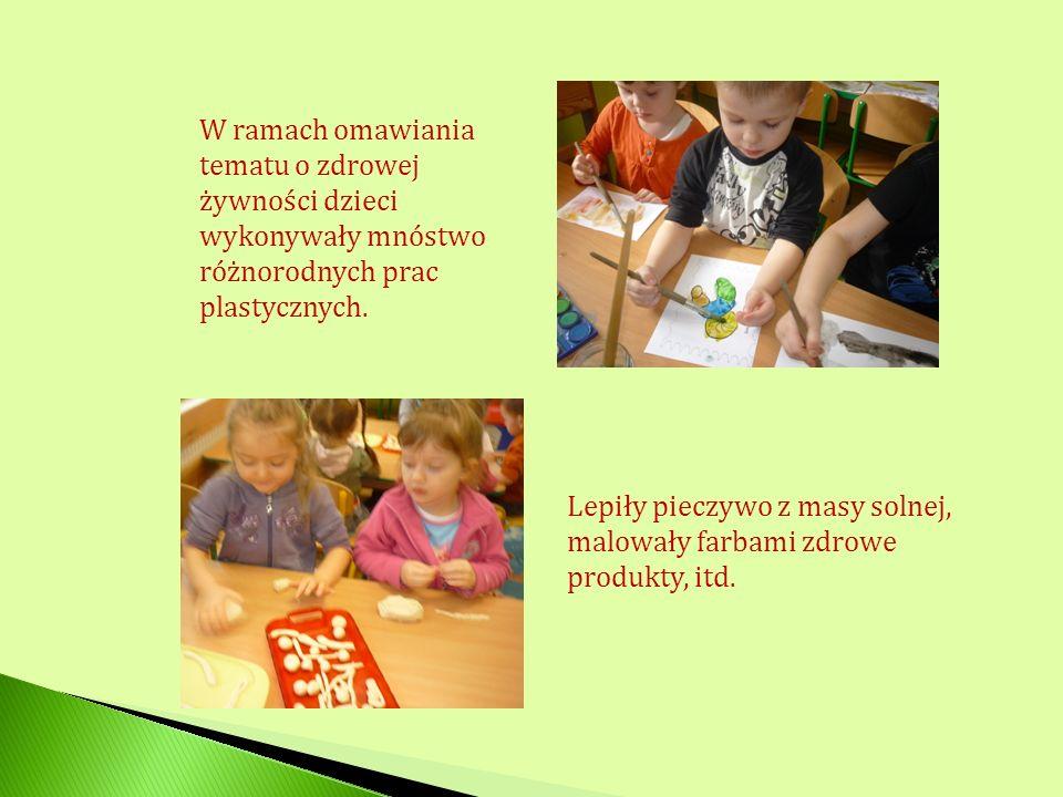 W ramach omawiania tematu o zdrowej żywności dzieci wykonywały mnóstwo różnorodnych prac plastycznych. Lepiły pieczywo z masy solnej, malowały farbami