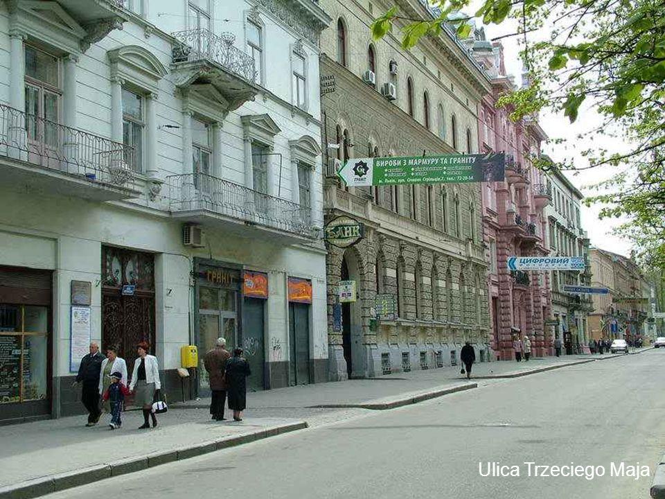 Pomnik ofiar terroru NKWD w głębi więzienie na ulicy Łąckiego (obecnie ulica Stepana Bandery).