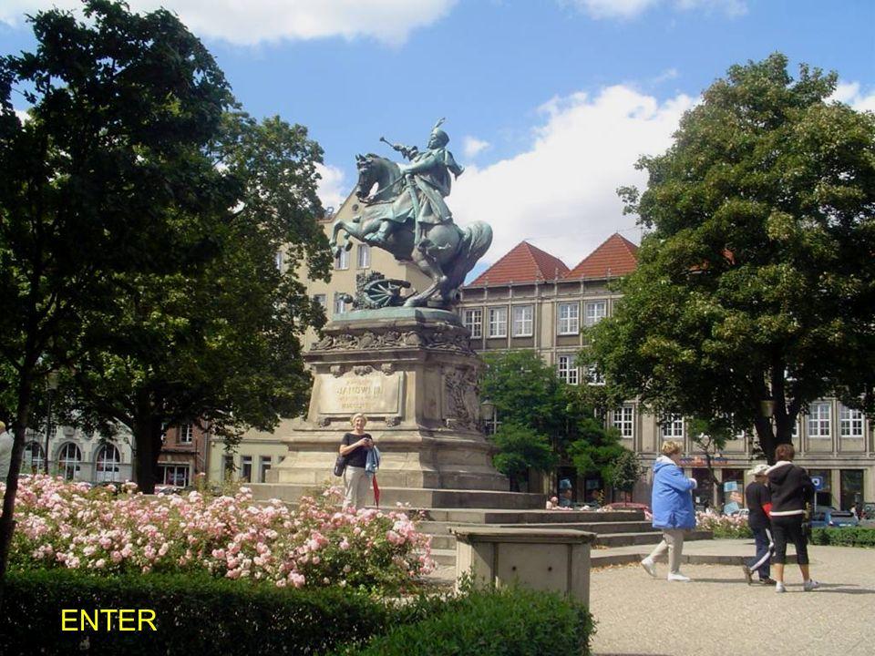 Pomnik Króla Jana III Sobieskiego -na Wałach Hetmańskich, ufundowany przez miasto i odsłonięty 20 listopada 1898 r. Dzieło lwowskiego rzeźbiarza Tadeu