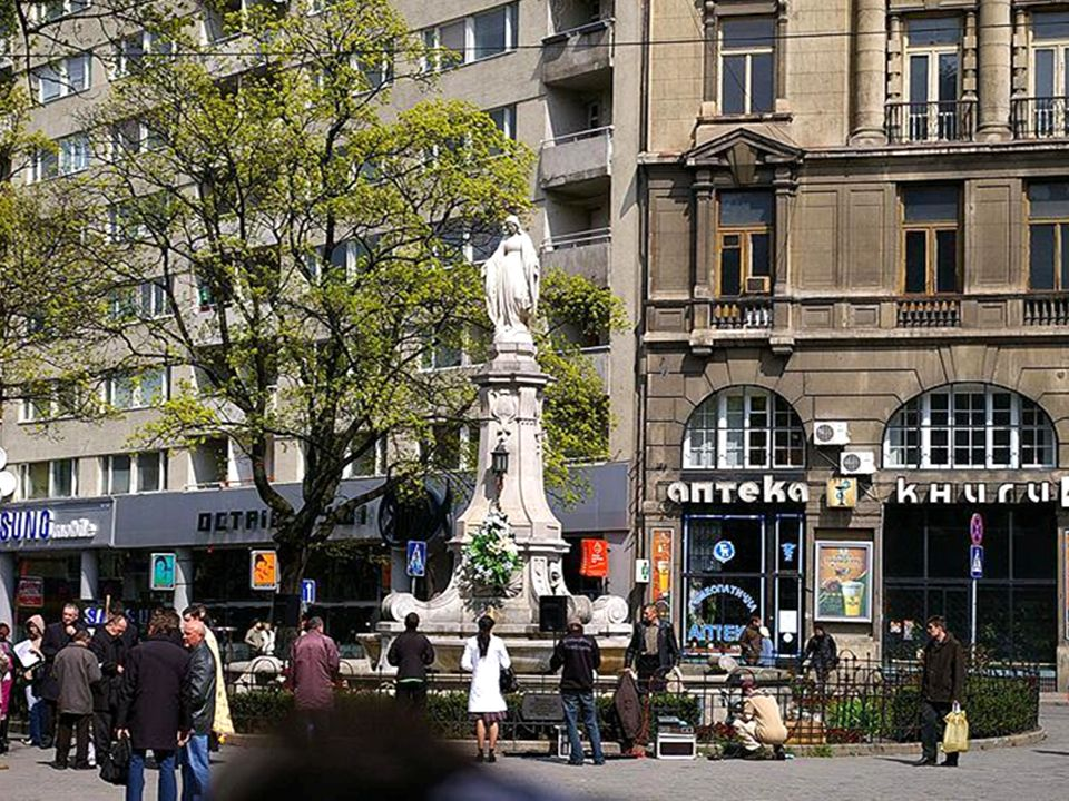 Pomnik Aleksandra Fredry - na pl.Akademickim.