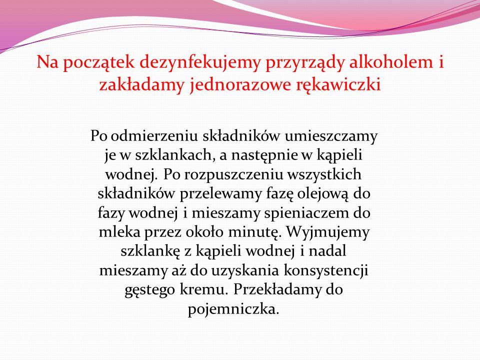 Na początek dezynfekujemy przyrządy alkoholem i zakładamy jednorazowe rękawiczki Po odmierzeniu składników umieszczamy je w szklankach, a następnie w