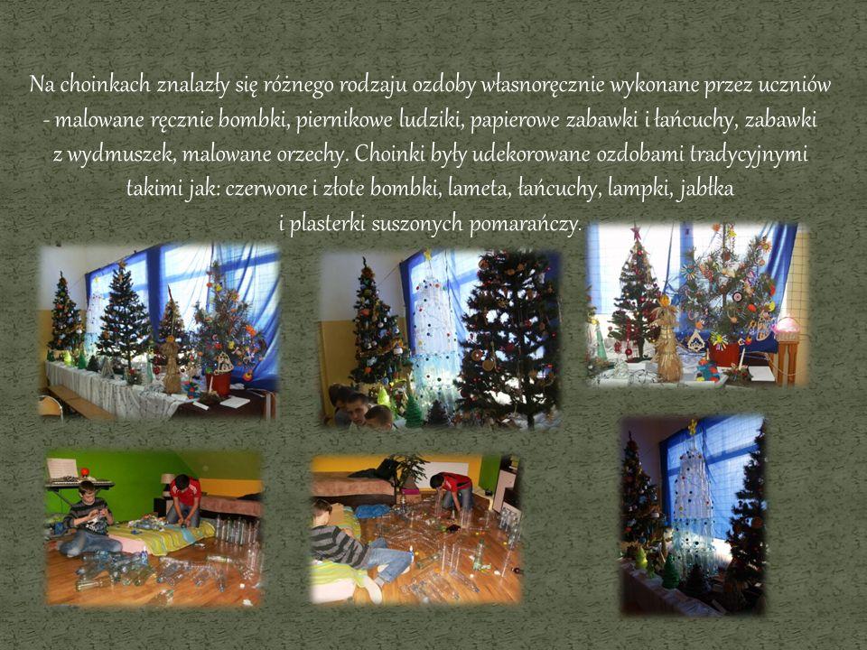 Na choinkach znalazły się różnego rodzaju ozdoby własnoręcznie wykonane przez uczniów - malowane ręcznie bombki, piernikowe ludziki, papierowe zabawki