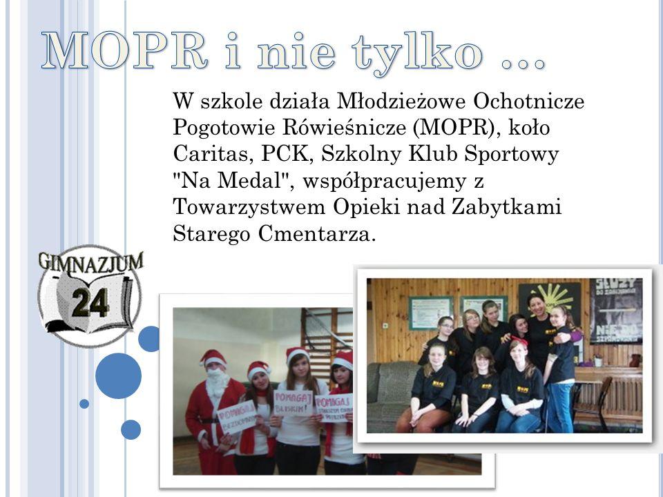 W szkole działa Młodzieżowe Ochotnicze Pogotowie Rówieśnicze (MOPR), koło Caritas, PCK, Szkolny Klub Sportowy