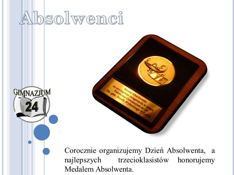 Corocznie organizujemy Dzień Absolwenta, a najlepszych trzecioklasistów honorujemy Medalem Absolwenta.