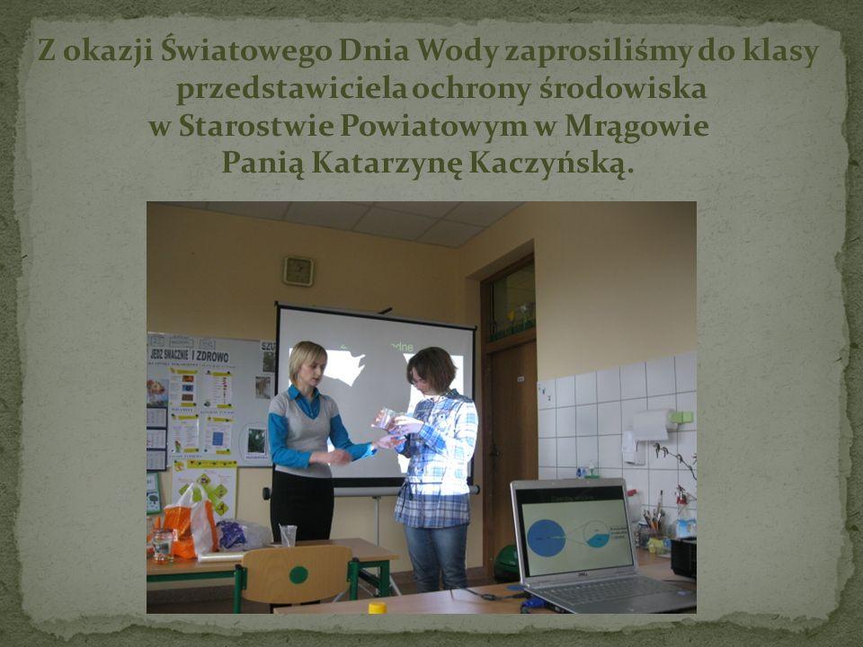 Z okazji Światowego Dnia Wody zaprosiliśmy do klasy przedstawiciela ochrony środowiska w Starostwie Powiatowym w Mrągowie Panią Katarzynę Kaczyńską.