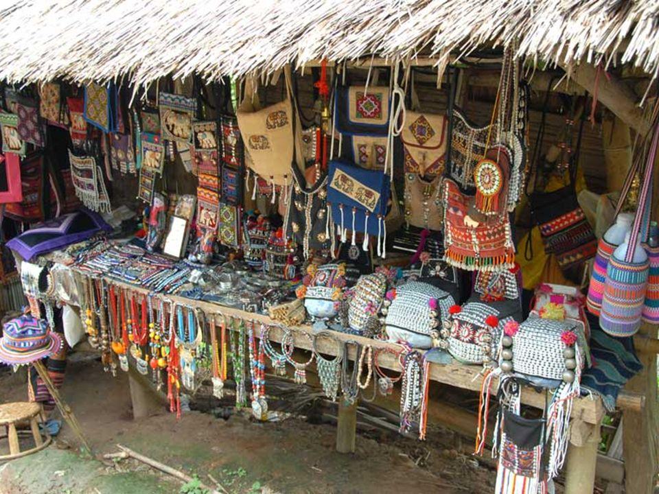 Mieszkańcy wioski żyją z opłat za odwiedzenie wioski. Połowa dochodu należy do nich, a druga połowa do Departamentu Kultury Kareńskiej. Źródłem ich do