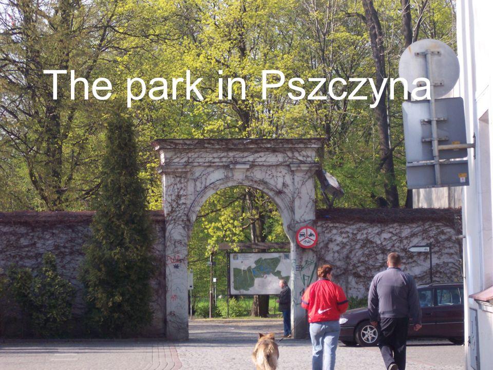 Brama Wybrańców It is the oldest part of castle. On the gate there is an inscription: Omnipotens Coeli, Terrae Pelagiqve Creator Excvbiis Postes Fvlci