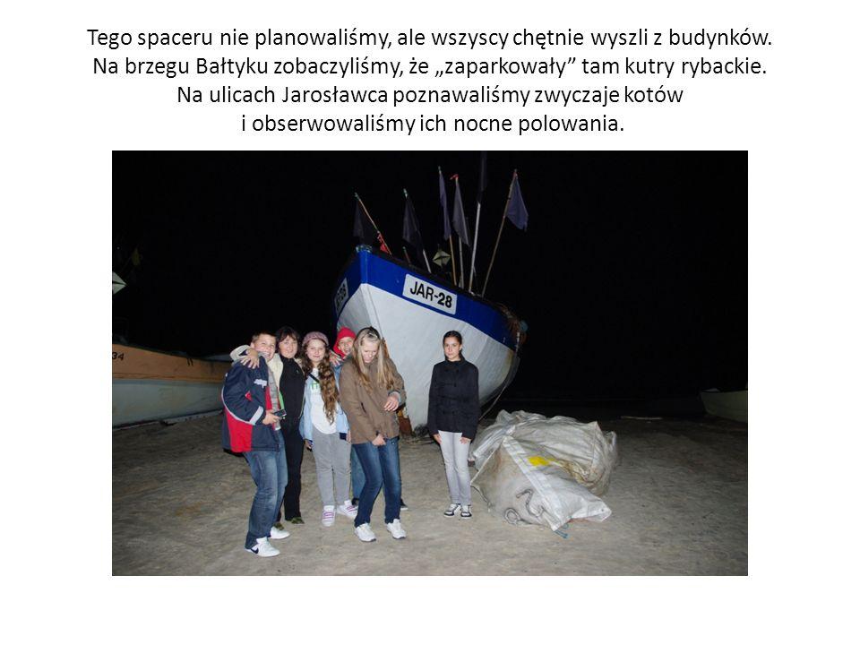 Tego spaceru nie planowaliśmy, ale wszyscy chętnie wyszli z budynków. Na brzegu Bałtyku zobaczyliśmy, że zaparkowały tam kutry rybackie. Na ulicach Ja