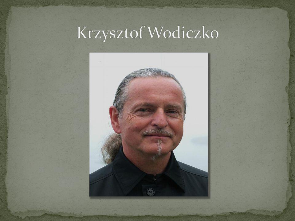 Urodzony w 1943 roku w Warszawie.