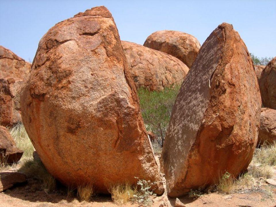 Karlu Karlu – (ang. Devils Marbles), (pl. Diabelskie Kulki (Kości). Obszar pustynny (Tanami), ze skałami w kształcie zbliżonym do kuli. Znajduje się n