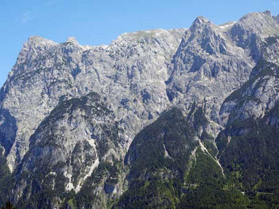 Eisriesenwelt, Świat lodowych olbrzymów - system lodowych jaskiń znajdujący się w Austrii, w Alpach Salzbusrkich, w masywie Tennengebirge (Góry Tennen