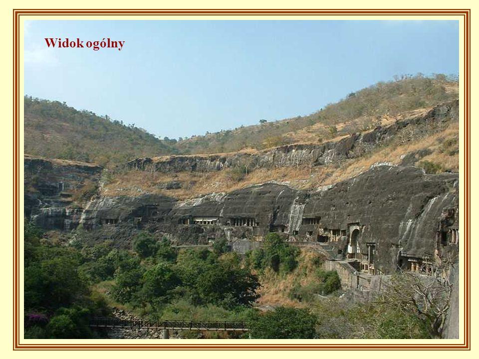 W odległości ok. 2godzin jazdy samochodem od miejscowości Aurengabad znajduje się jaskinia Ajanta, licząca 32 groty, które nie powstały w sposób natur