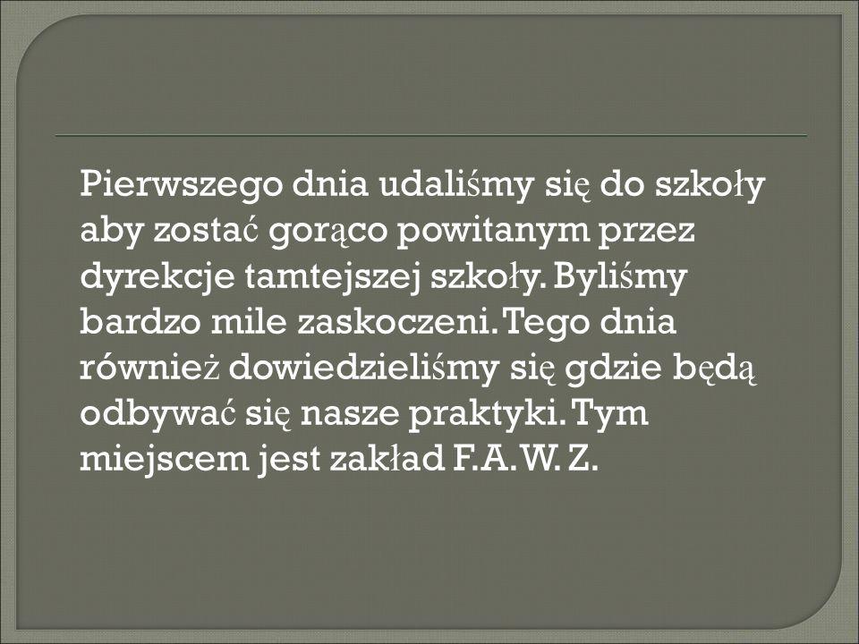 Pierwszego dnia udali ś my si ę do szko ł y aby zosta ć gor ą co powitanym przez dyrekcje tamtejszej szko ł y.