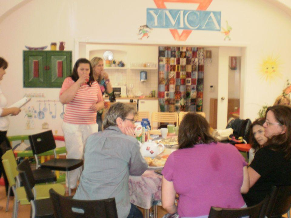 Internationales Mutterforum Munchen Biuro Wielopokoleniowe Centrum – seniorki jako aktywne i ważne wolontariuszki Wielokulturowe Centrum - kobiety z 5