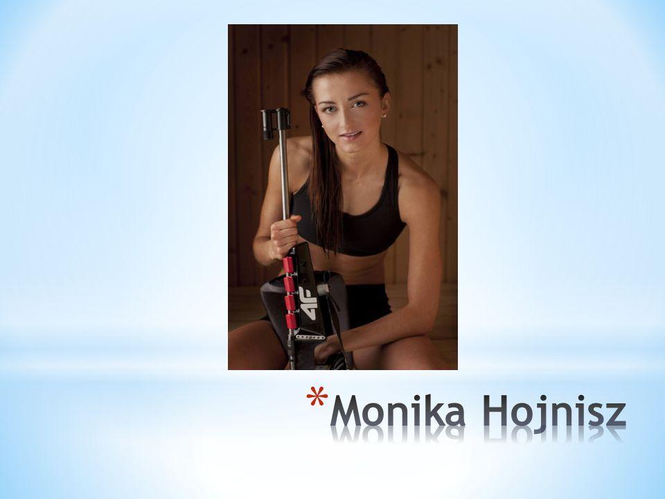 * Jako uczennica Szkoły Podstawowej nr 13 w Chorzowie reprezentowała ją na wielu imprezach sportowych osiągając wysokie wyniki. * W 2004 r. wraz ze sw