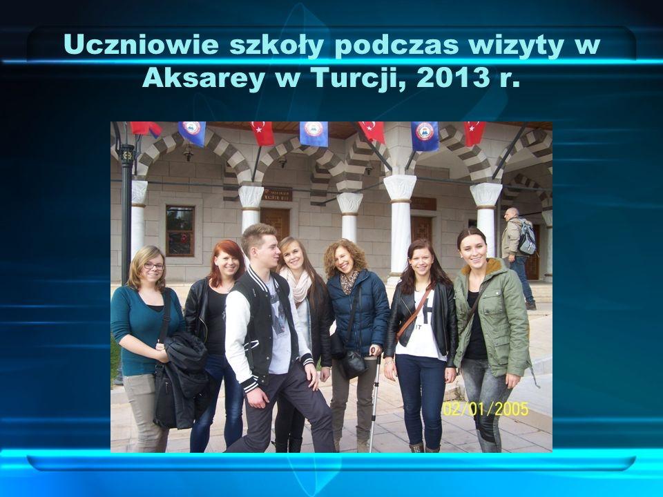 Uczniowie szkoły podczas wizyty w Aksarey w Turcji, 2013 r.