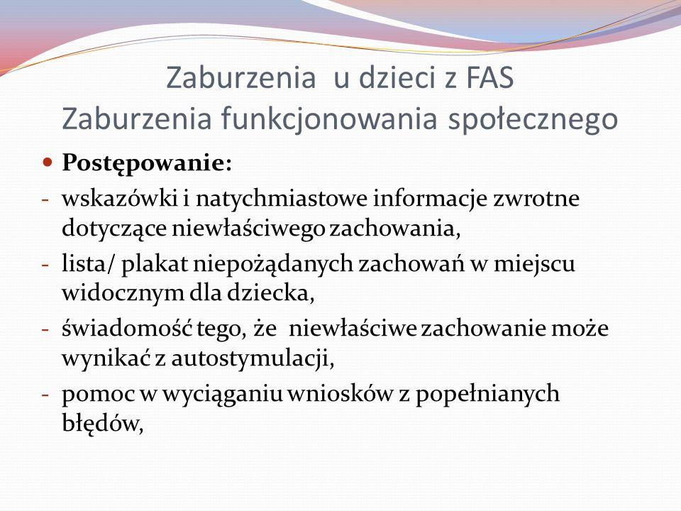 Zaburzenia u dzieci z FAS Zaburzenia funkcjonowania społecznego Postępowanie: - wskazówki i natychmiastowe informacje zwrotne dotyczące niewłaściwego