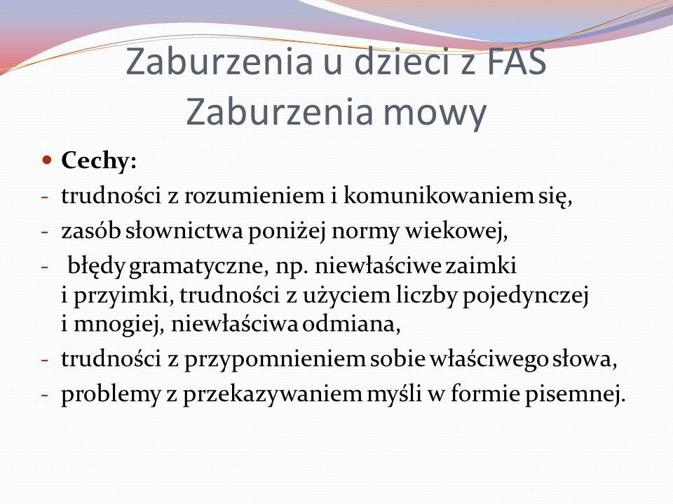 Zaburzenia u dzieci z FAS Zaburzenia mowy Cechy: - trudności z rozumieniem i komunikowaniem się, - zasób słownictwa poniżej normy wiekowej, - błędy gramatyczne, np.