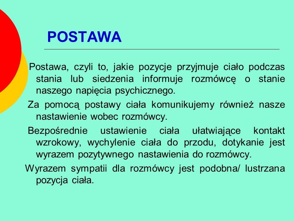 POSTAWA Postawa, czyli to, jakie pozycje przyjmuje ciało podczas stania lub siedzenia informuje rozmówcę o stanie naszego napięcia psychicznego. Za po