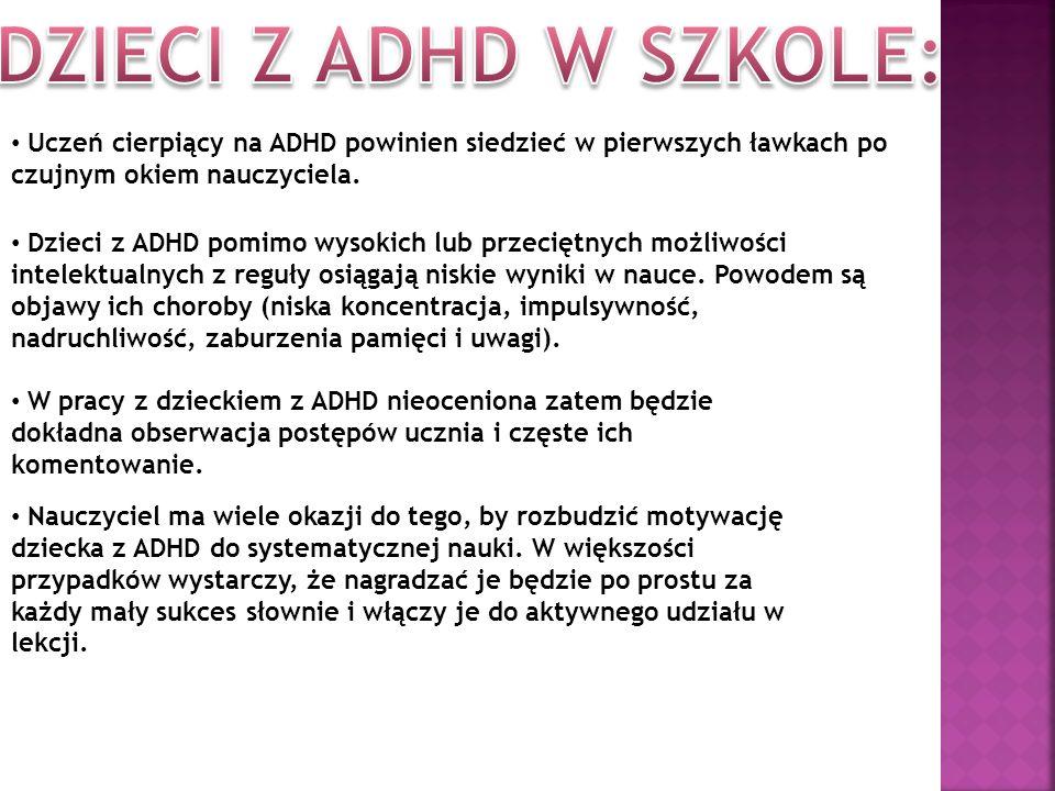 Uczeń cierpiący na ADHD powinien siedzieć w pierwszych ławkach po czujnym okiem nauczyciela. Dzieci z ADHD pomimo wysokich lub przeciętnych możliwości