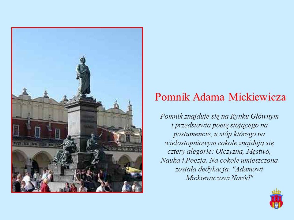 Pomnik Adama Mickiewicza Pomnik znajduje się na Rynku Głównym i przedstawia poetę stojącego na postumencie, u stóp którego na wielostopniowym cokole z