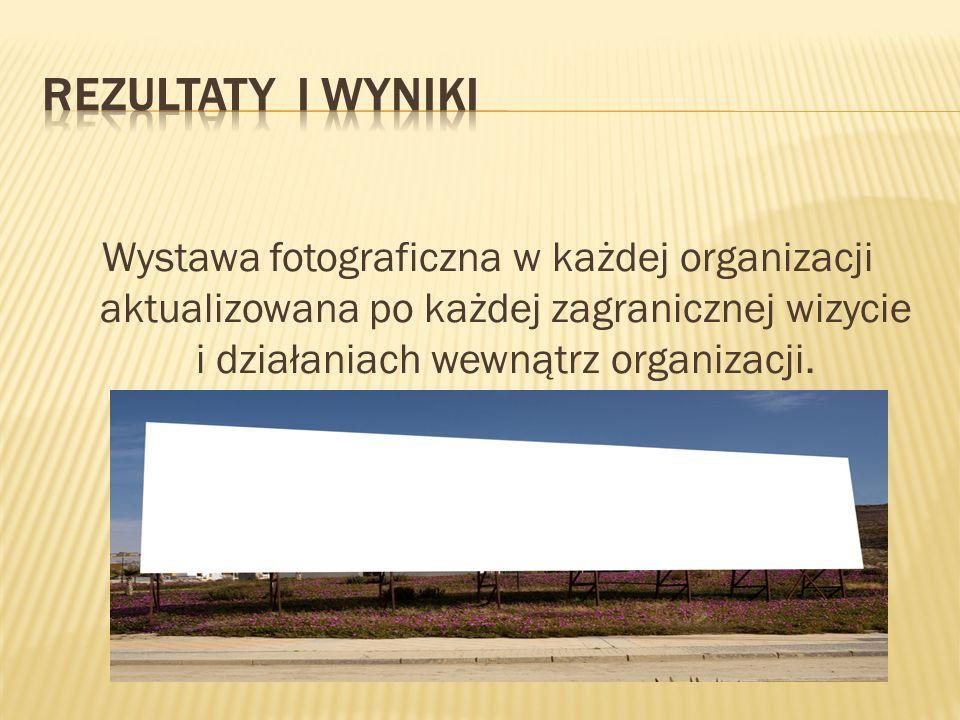 Wystawa fotograficzna w każdej organizacji aktualizowana po każdej zagranicznej wizycie i działaniach wewnątrz organizacji.