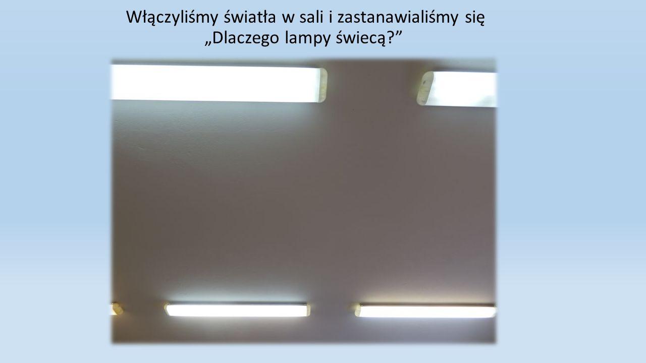 Włączyliśmy światła w sali i zastanawialiśmy się Dlaczego lampy świecą?
