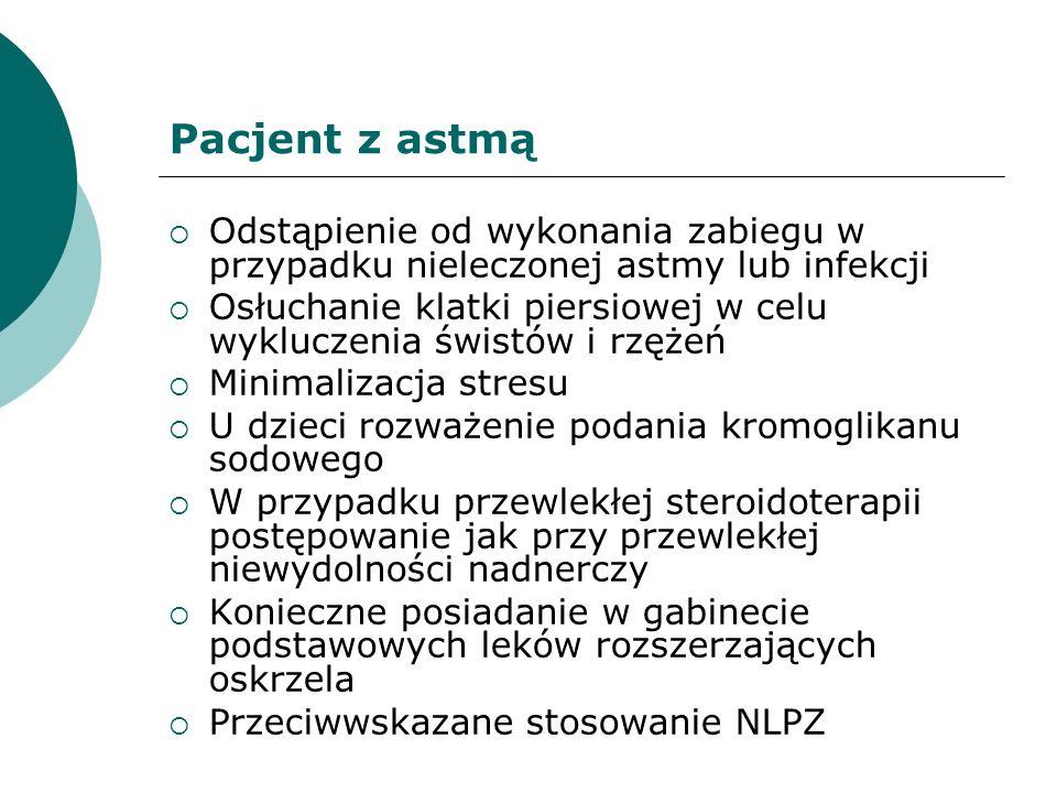 Pacjent z astmą Odstąpienie od wykonania zabiegu w przypadku nieleczonej astmy lub infekcji Osłuchanie klatki piersiowej w celu wykluczenia świstów i