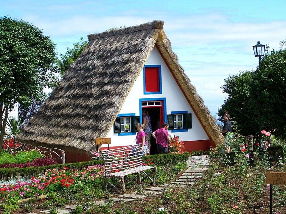 Santana (skrót od Santa Anna), miejscowość na płn. wybrzeżu Madery znana z malowniczych trójkątnych domów pokrytych dachem słomiannym. Tak mieszkano t