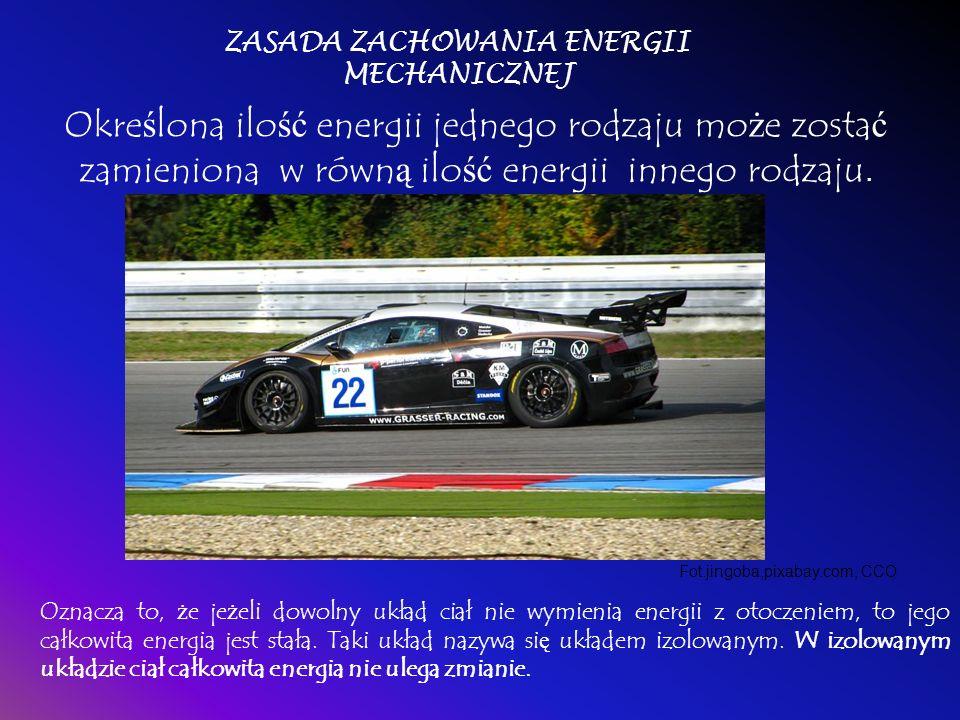 E k = mv 2 /2 Zwi ą zana z ruchem; im szybciej porusza si ę dane ciało, tym wi ę ksz ą ma energi ę kinetyczn ą. Fot.noahherrea, pixabay.com, CCO