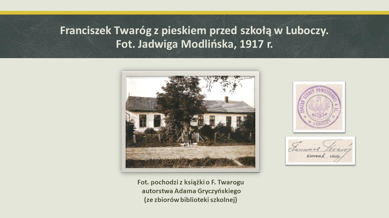 Dwie z książek zakupionych do biblioteki szkolnej przez F. Twaroga