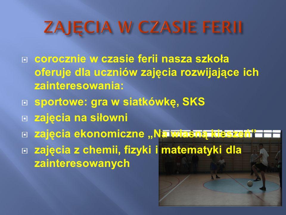 corocznie w czasie ferii nasza szkoła oferuje dla uczniów zajęcia rozwijające ich zainteresowania: sportowe: gra w siatkówkę, SKS zajęcia na siłowni z