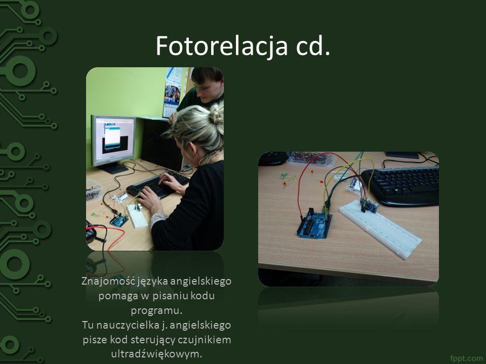 Fotorelacja cd. Znajomość języka angielskiego pomaga w pisaniu kodu programu. Tu nauczycielka j. angielskiego pisze kod sterujący czujnikiem ultradźwi