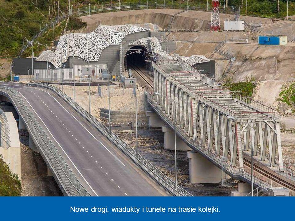 Nowy dworzec kolejowy, z którego odjeżdża szybka kolej, łącząca Soczi z oddaloną o około 50 km miejscowością Krasnaja Polana w górach Kaukaz, gdzie bę