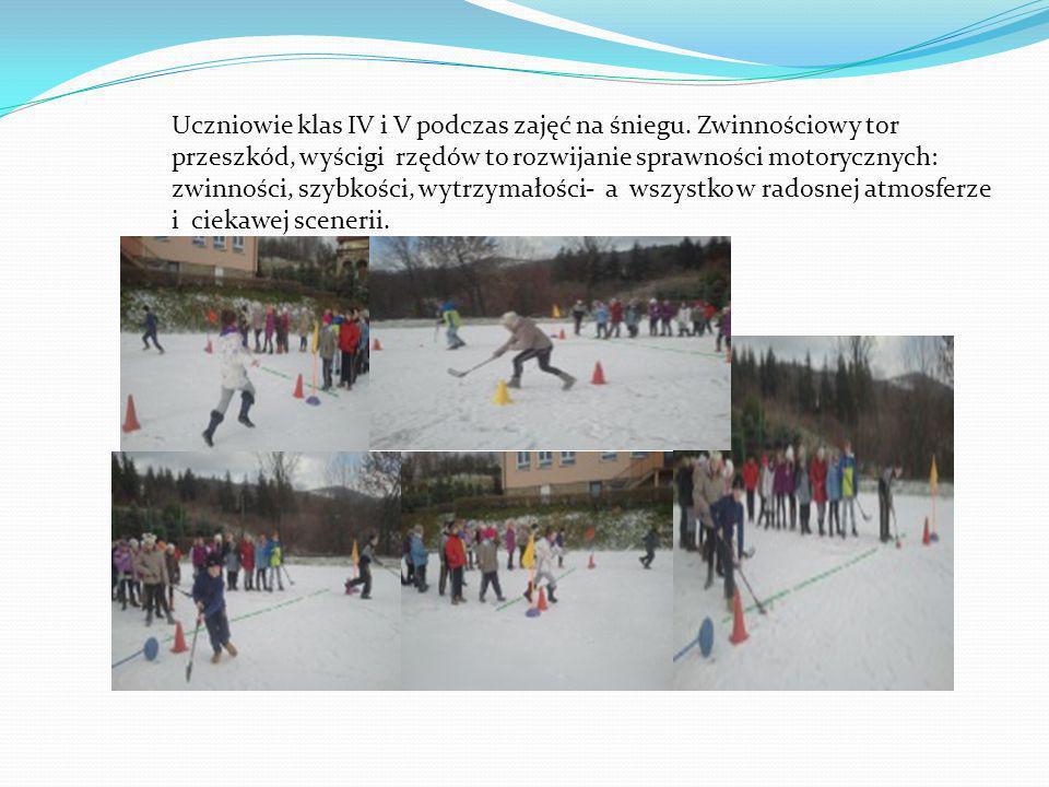Uczniowie klas IV i V podczas zajęć na śniegu.