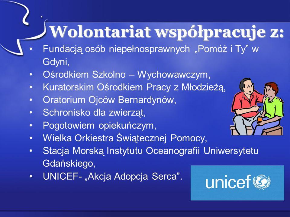 Wolontariat współpracuje z: Fundacją osób niepełnosprawnych Pomóż i Ty w Gdyni, Ośrodkiem Szkolno – Wychowawczym, Kuratorskim Ośrodkiem Pracy z Młodzieżą, Oratorium Ojców Bernardynów, Schronisko dla zwierząt, Pogotowiem opiekuńczym, Wielka Orkiestra Świątecznej Pomocy, Stacja Morską Instytutu Oceanografii Uniwersytetu Gdańskiego, UNICEF- Akcja Adopcja Serca.