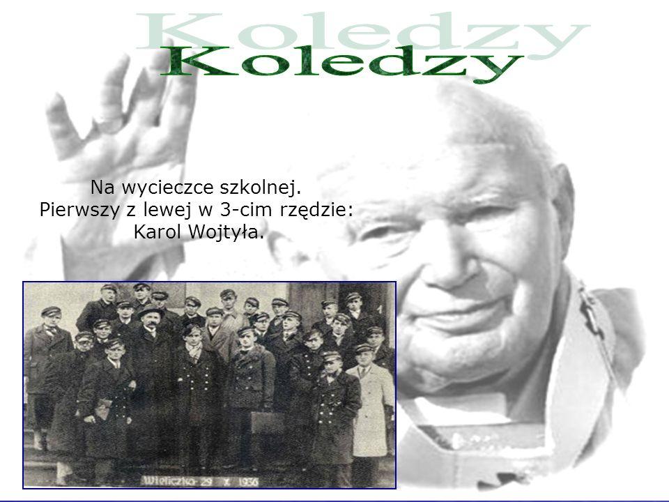 Na wycieczce szkolnej. Pierwszy z lewej w 3-cim rzędzie: Karol Wojtyła.