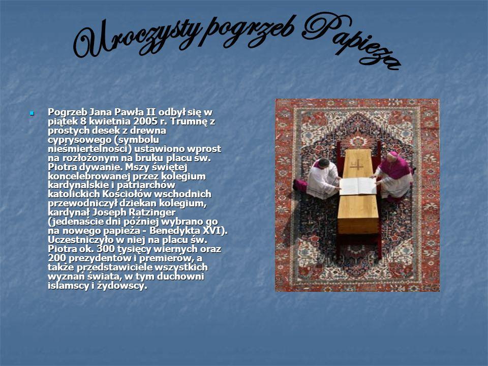 Pogrzeb Jana Pawła II odbył się w piątek 8 kwietnia 2005 r. Trumnę z prostych desek z drewna cyprysowego (symbolu nieśmiertelności) ustawiono wprost n