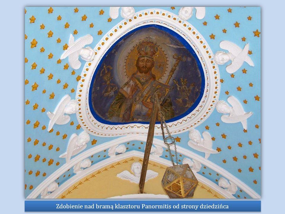 Zdobienie nad bramą klasztoru Panormitis od strony dziedzińca